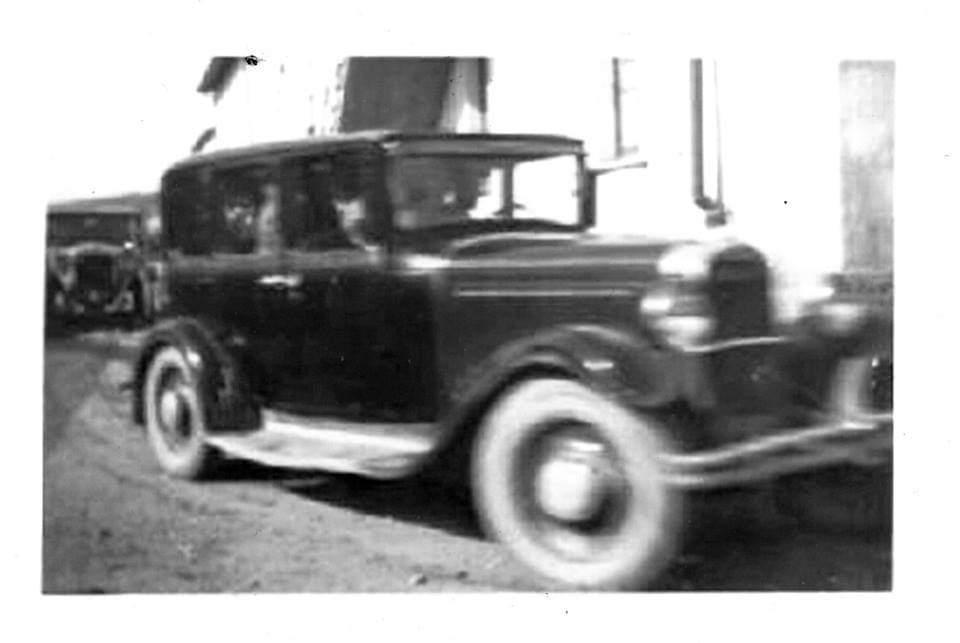 il passaggio della prima automobile nella cittadina di Gonnesa - era il 1908